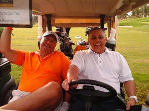 Gilnei Rodrigues, campeão do dia, e Alexandre Santos, vice-presidente da APG