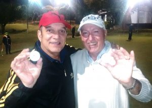 Joe Roberts e Luiz Galfaro - comemorando hole in one